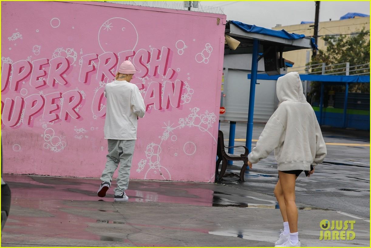 justin bieber hailey bieber car wash wall 05