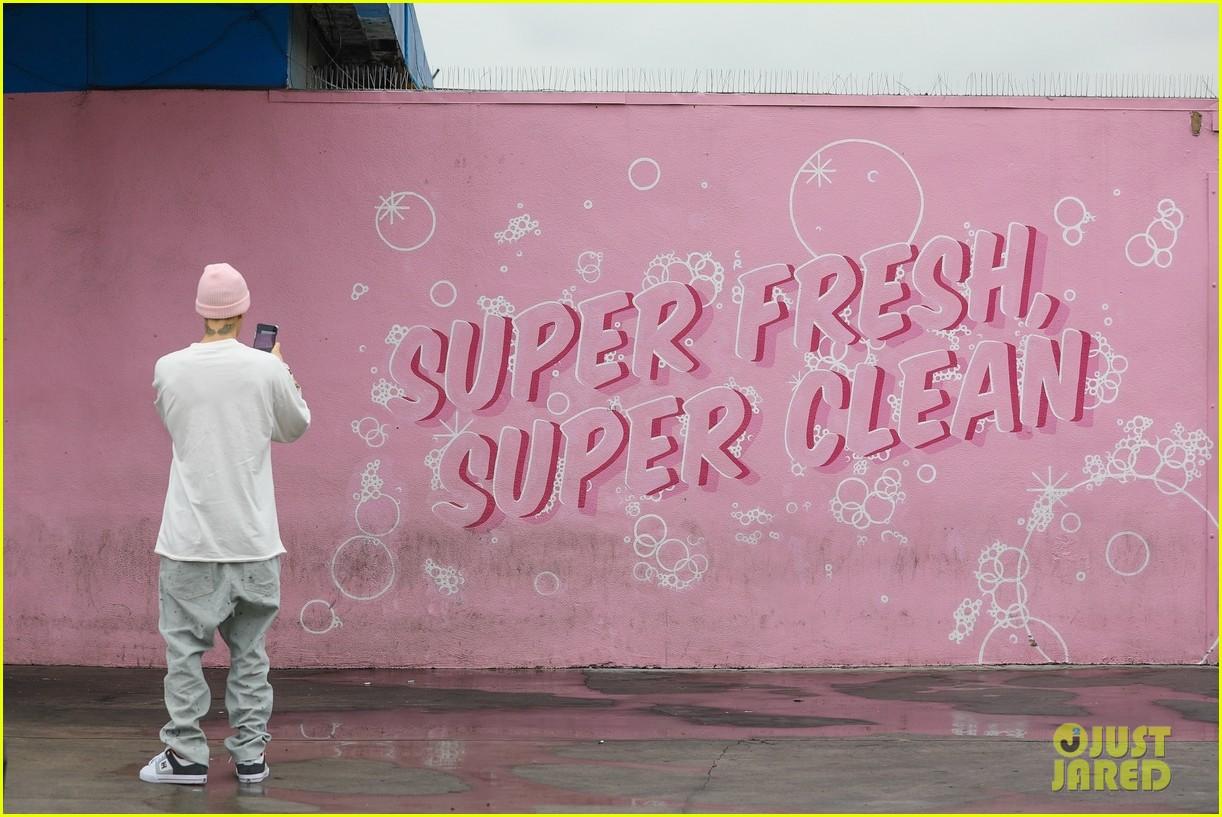 justin bieber hailey bieber car wash wall 11