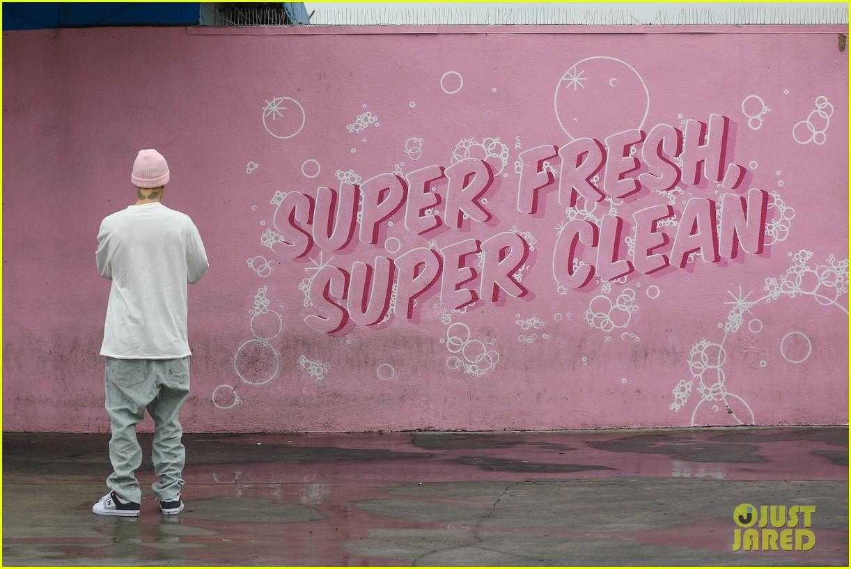 justin bieber hailey bieber car wash wall 34