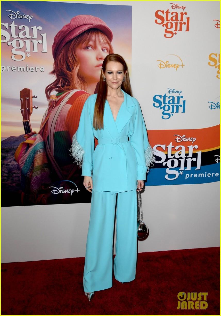 grace vanderwaal wears sparkly eyeshadow to stargirl premiere 06