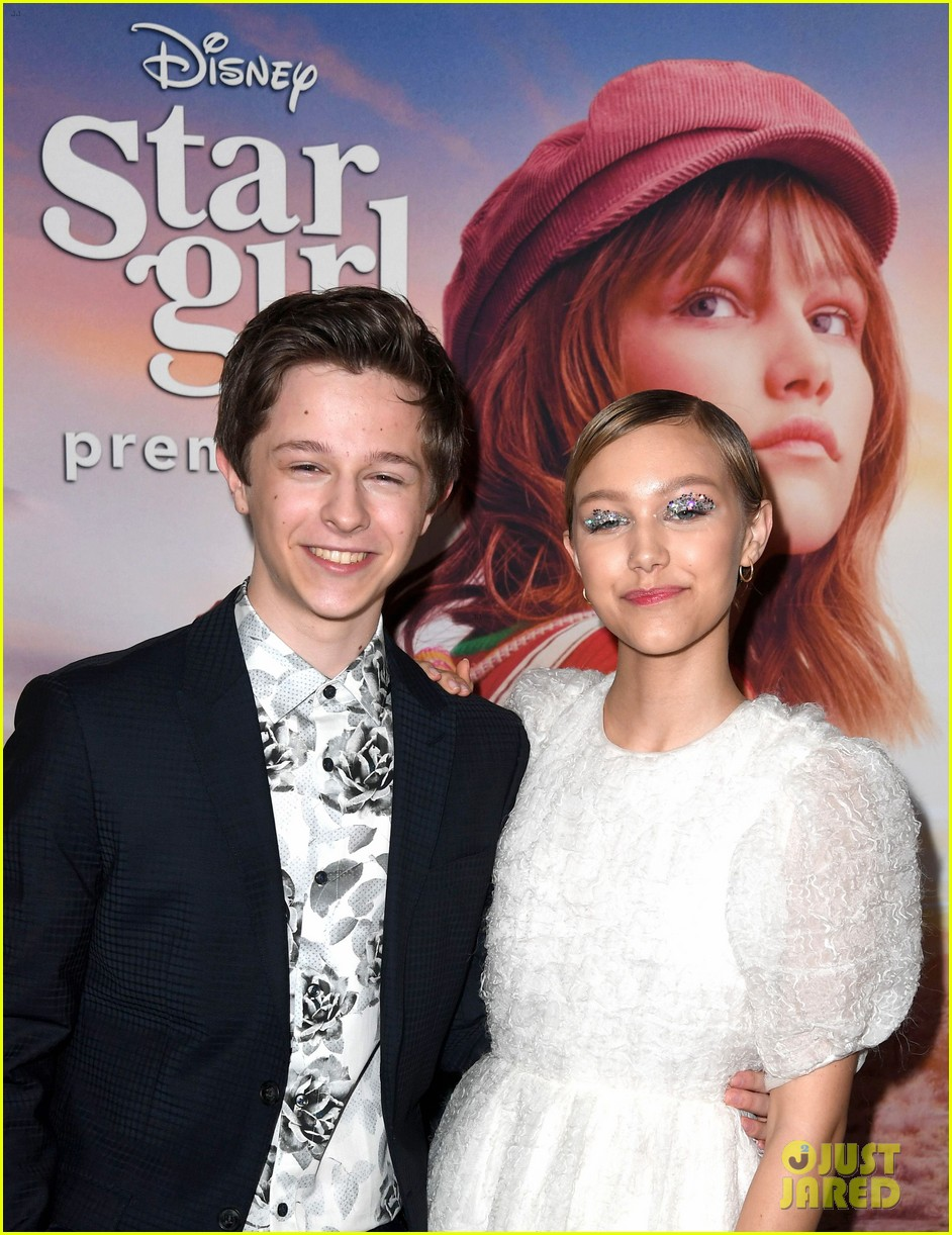 grace vanderwaal wears sparkly eyeshadow to stargirl premiere 09