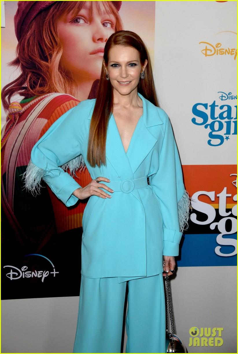 grace vanderwaal wears sparkly eyeshadow to stargirl premiere 10