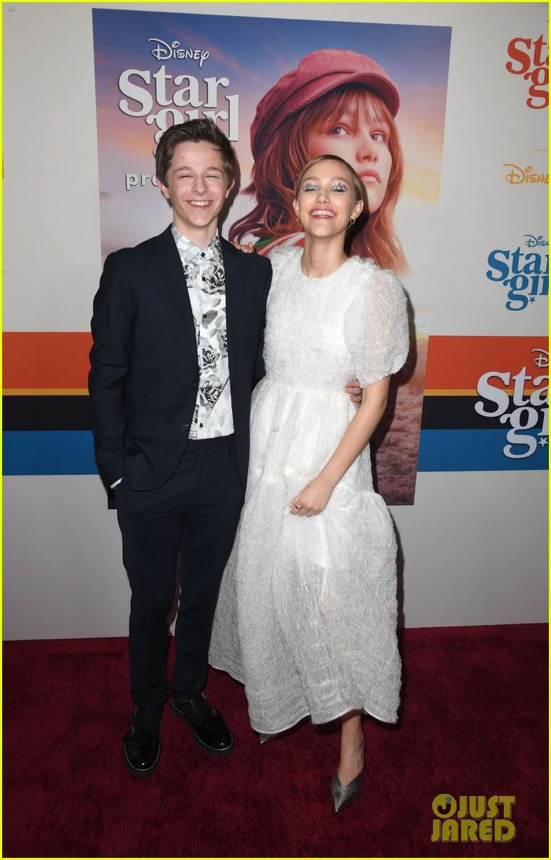 grace vanderwaal wears sparkly eyeshadow to stargirl premiere 13