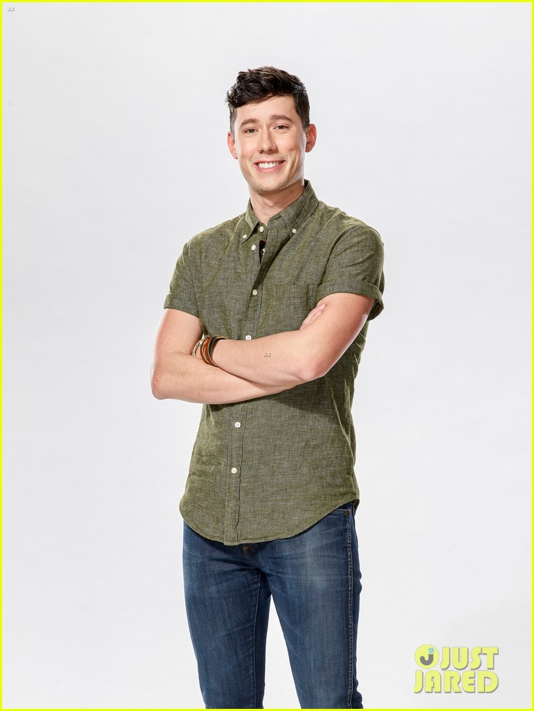 micah iverson picks first choice kelly clarkson for his the voice coach 02