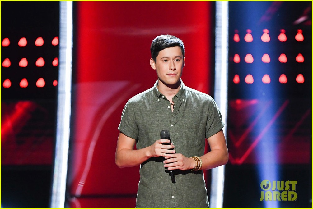 micah iverson picks first choice kelly clarkson for his the voice coach 03
