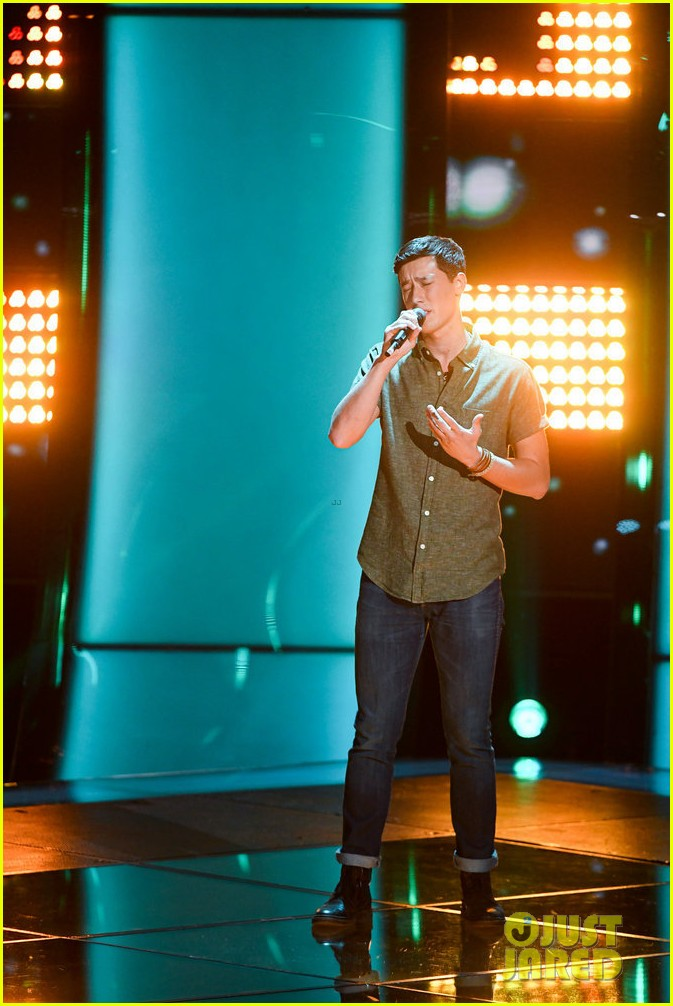 micah iverson picks first choice kelly clarkson for his the voice coach 05