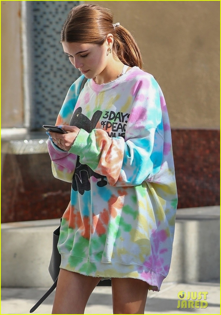 olivia jade gets lunch with friends 04