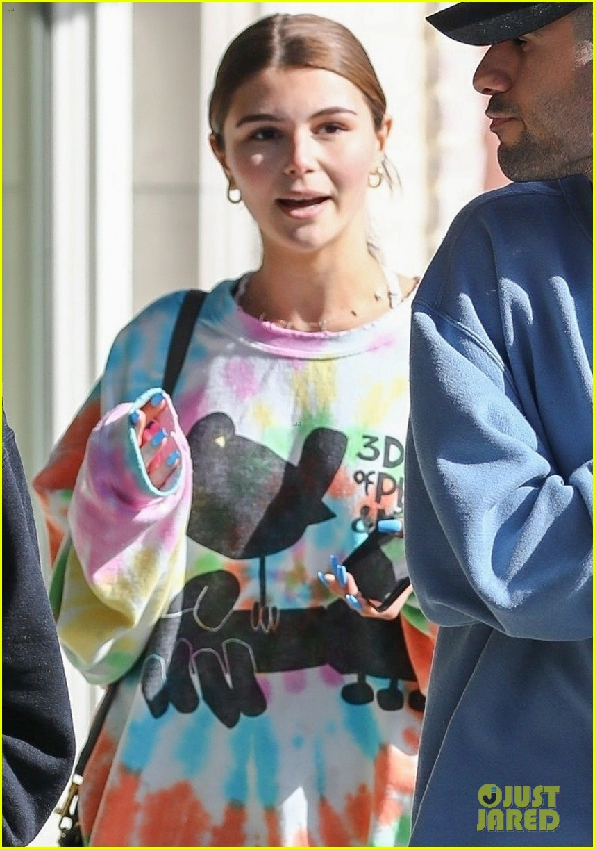 olivia jade gets lunch with friends 06
