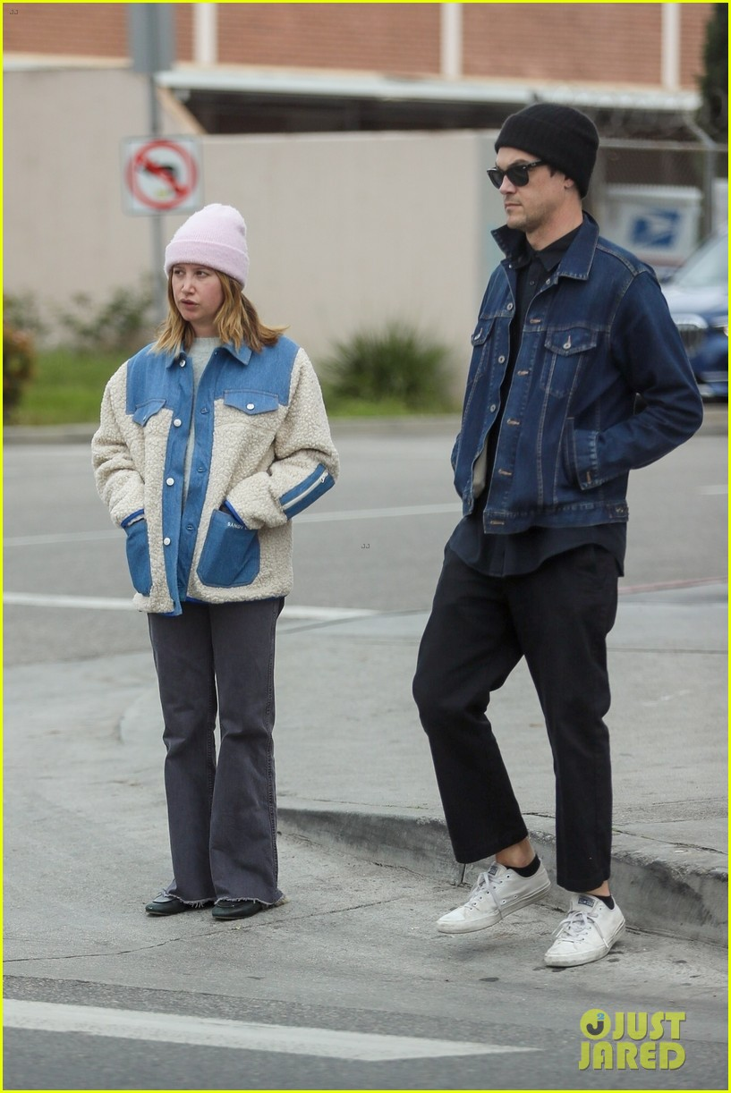 ashley tisdale christopher french leave grocery empty handed 01