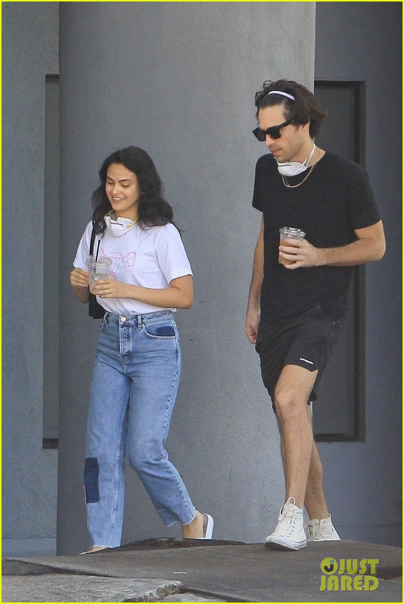 camila mendes out friends food pickup 01
