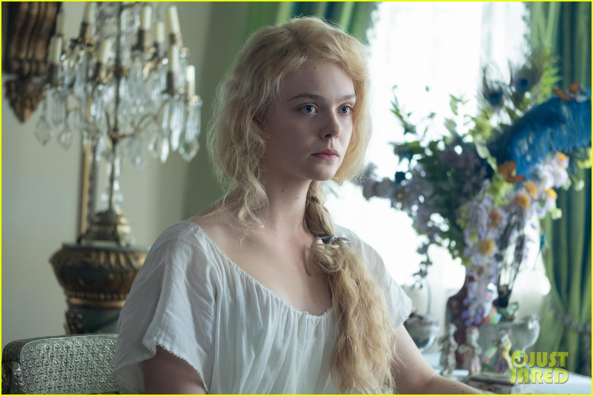 elle fanning dishes on doing a comedy for the first time with hulus the great 06