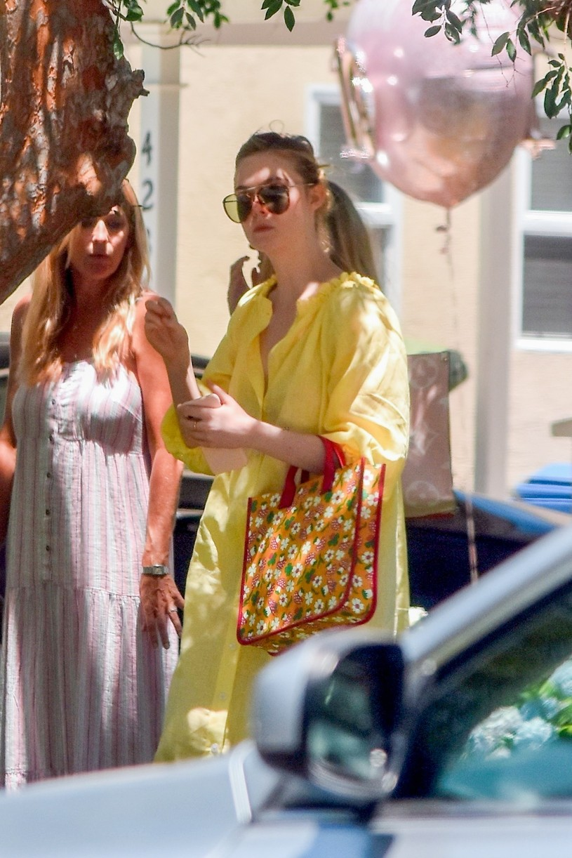 elle fanning yellow dress party sister dakota pics 01