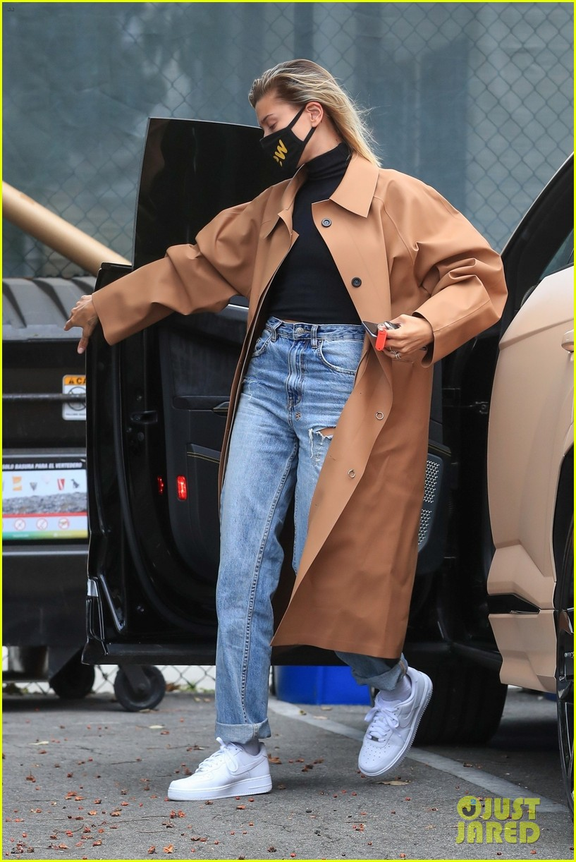 hailey bieber studio stop trench after road trip 05