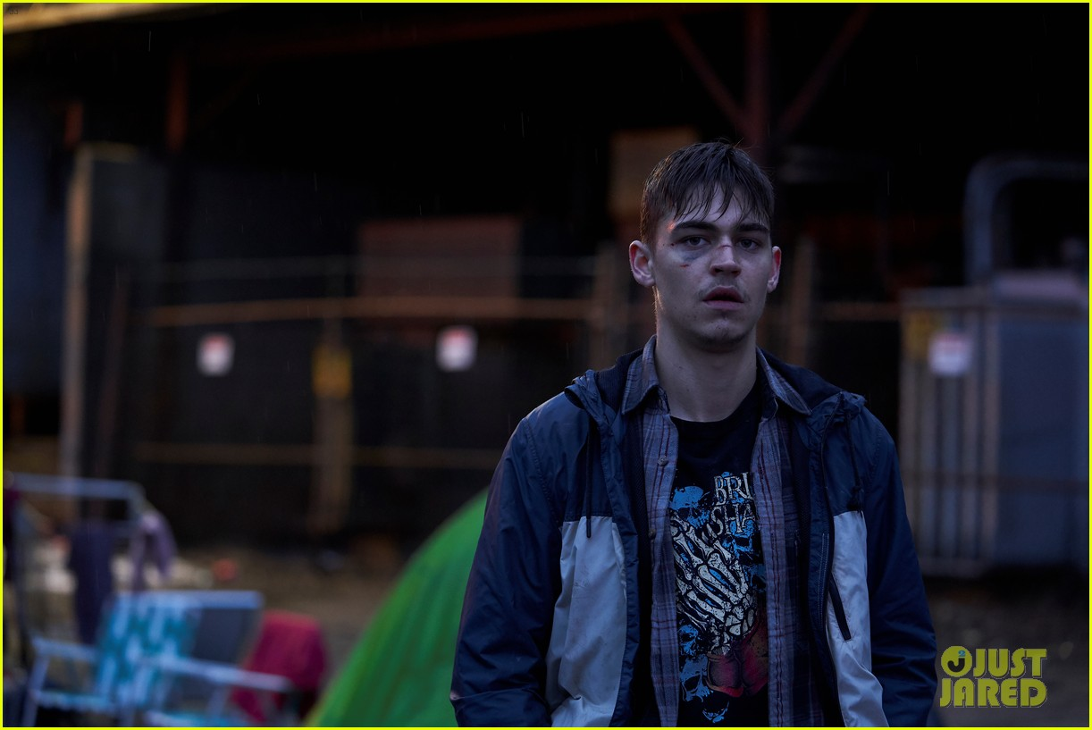 hero fiennes co stars in the silencing trailer watch now 01