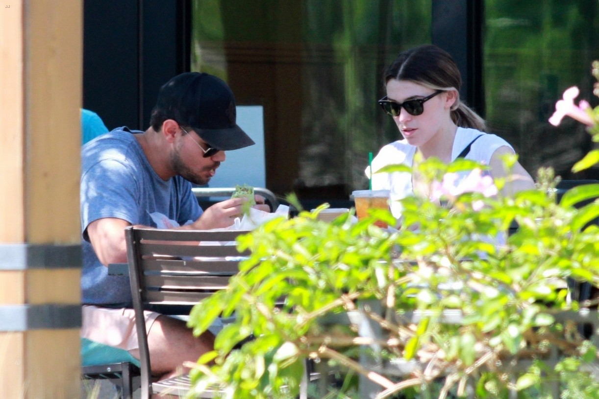 taylor lautner taylor dome patio lunch date 05