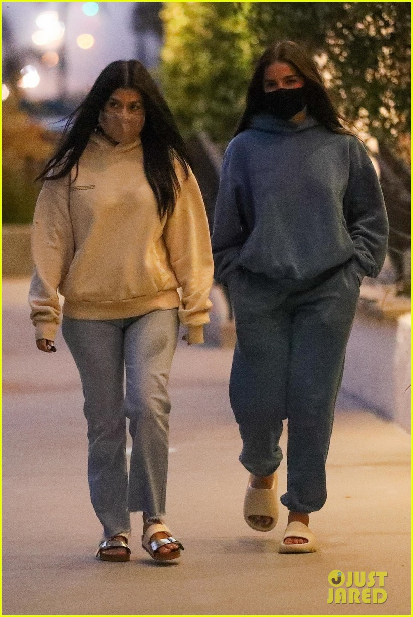 kourtney kardashian addison rae july 2020 01
