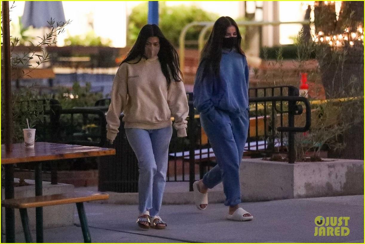 kourtney kardashian addison rae july 2020 05