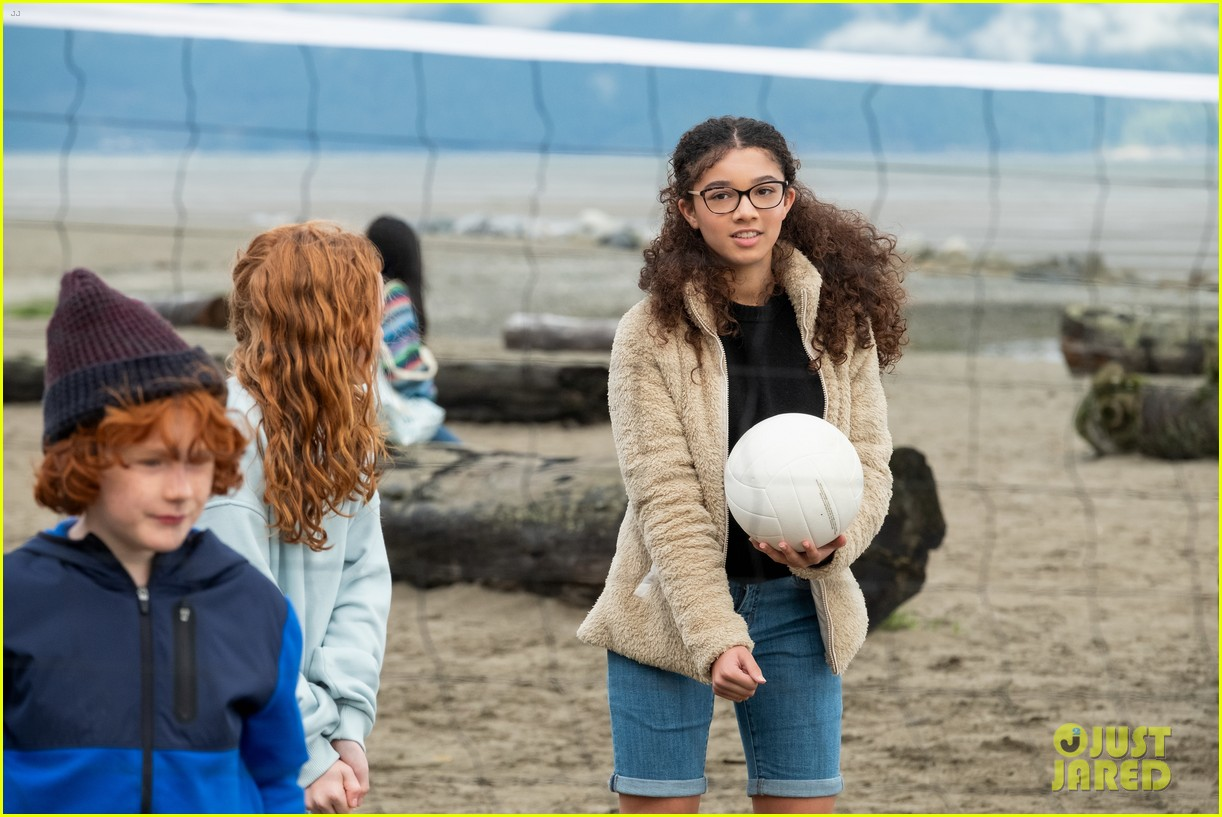 learn more about the baby sitters club actress malia baker 02