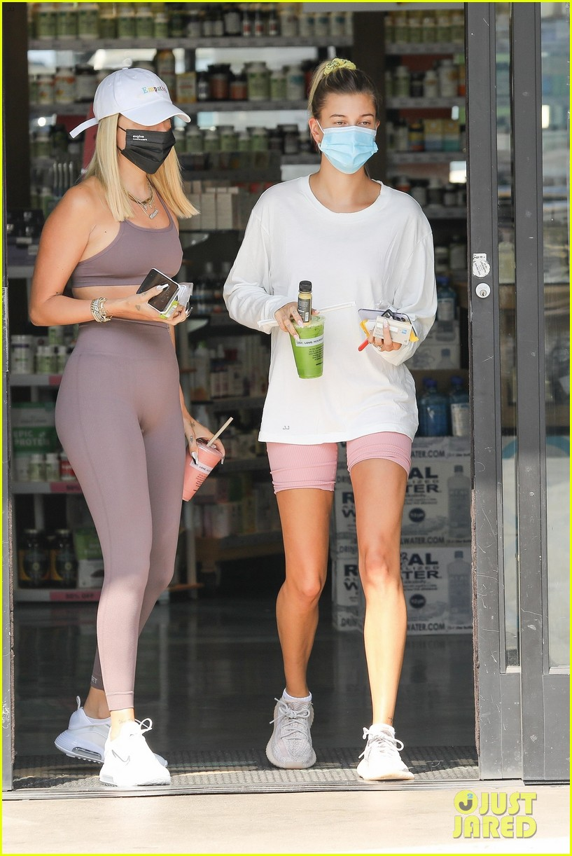 justin bieber hailey bieber temps checked arriving for project set 01