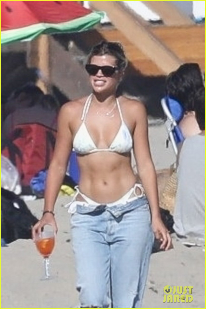 sofia richie shows off super toned abs during day at beach 02