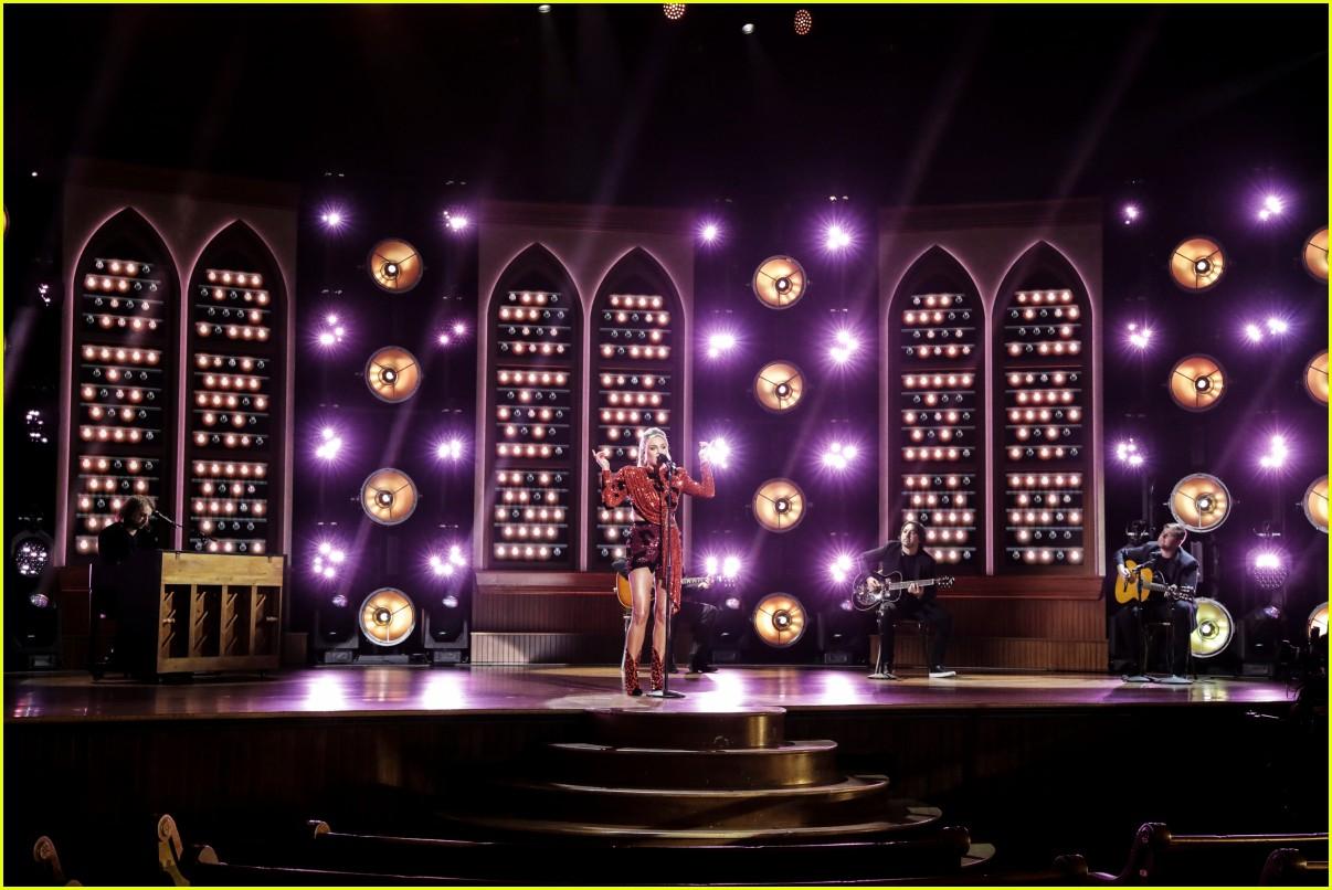 kelsea ballerini performs acm awards 01