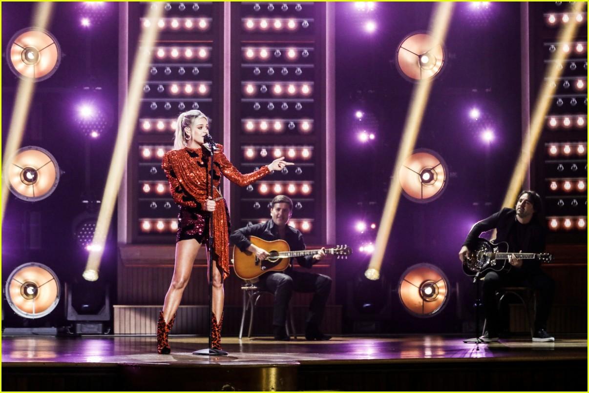 kelsea ballerini performs acm awards 02