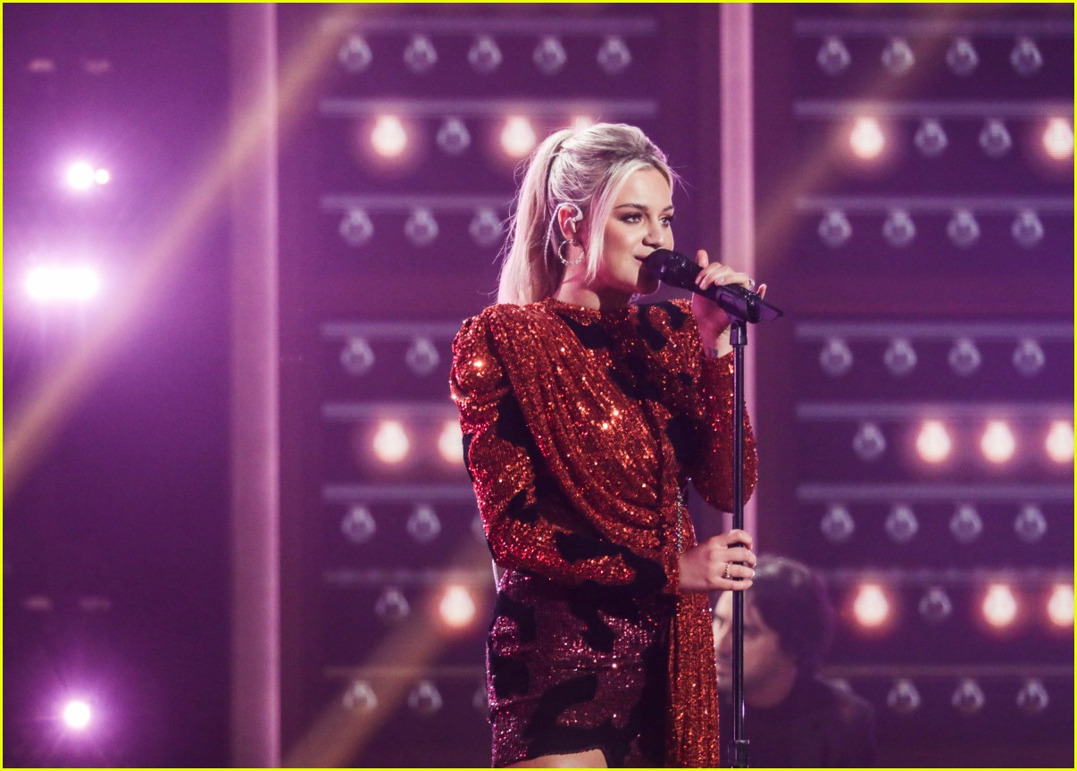 kelsea ballerini performs acm awards 03