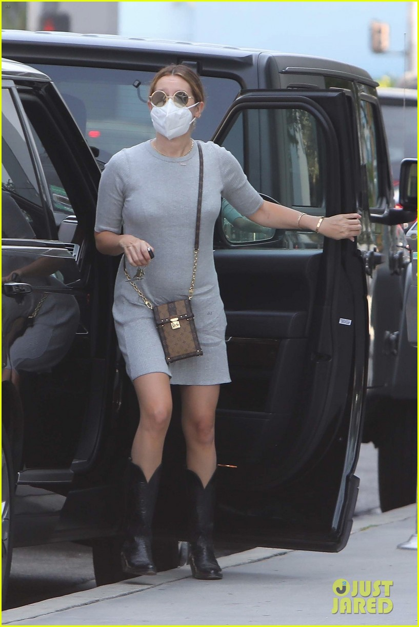 ashley tisdale growing bump lunch outing 01