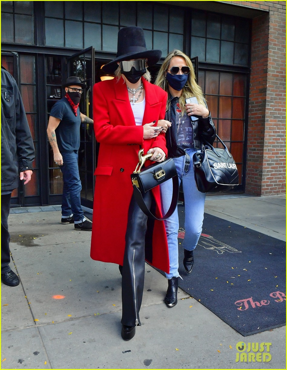 miley cyrus tophat red coat leaving hotel mom nyc 02
