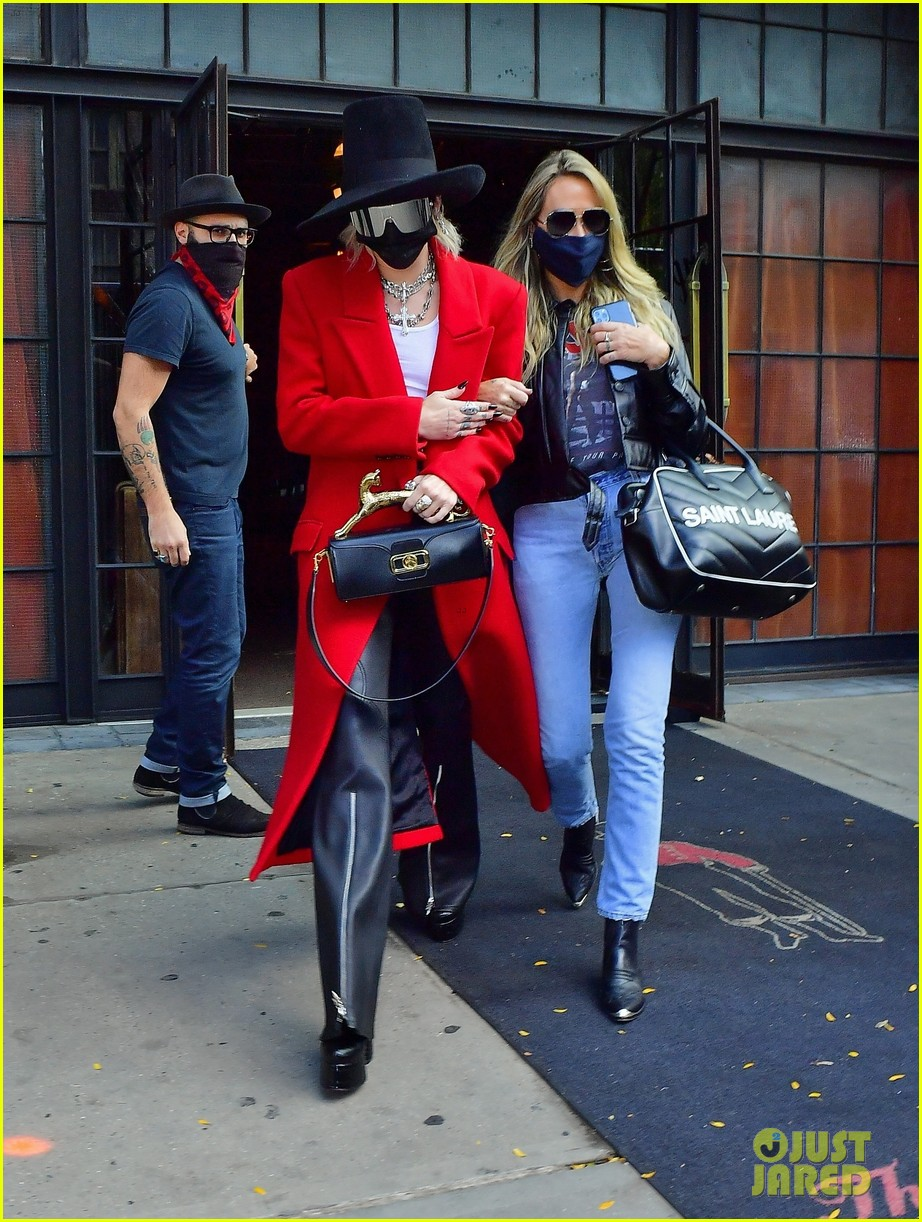miley cyrus tophat red coat leaving hotel mom nyc 03