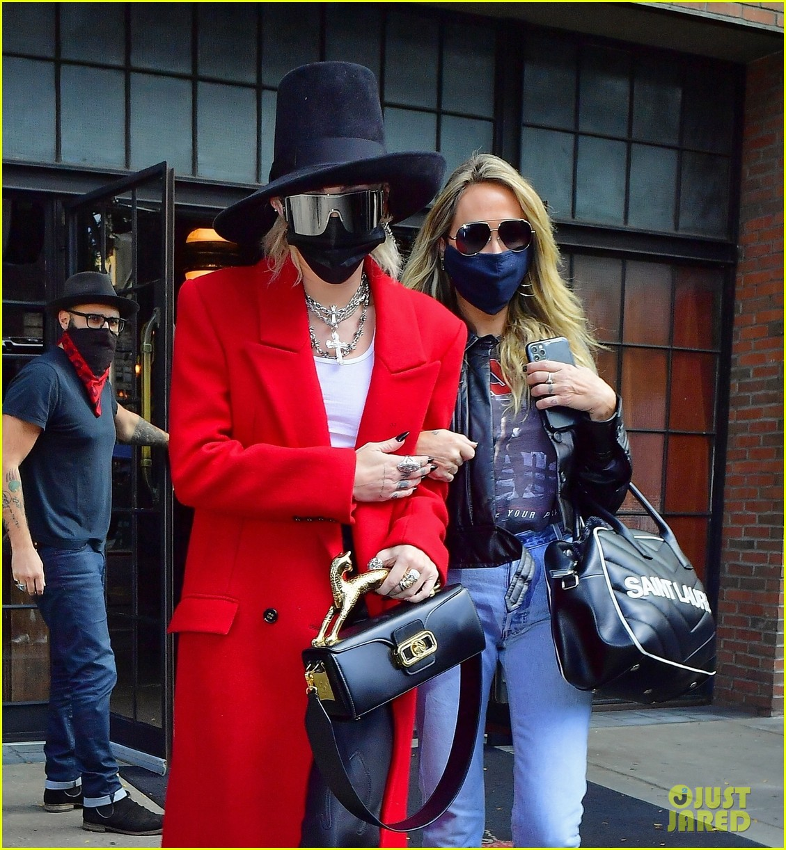miley cyrus tophat red coat leaving hotel mom nyc 04