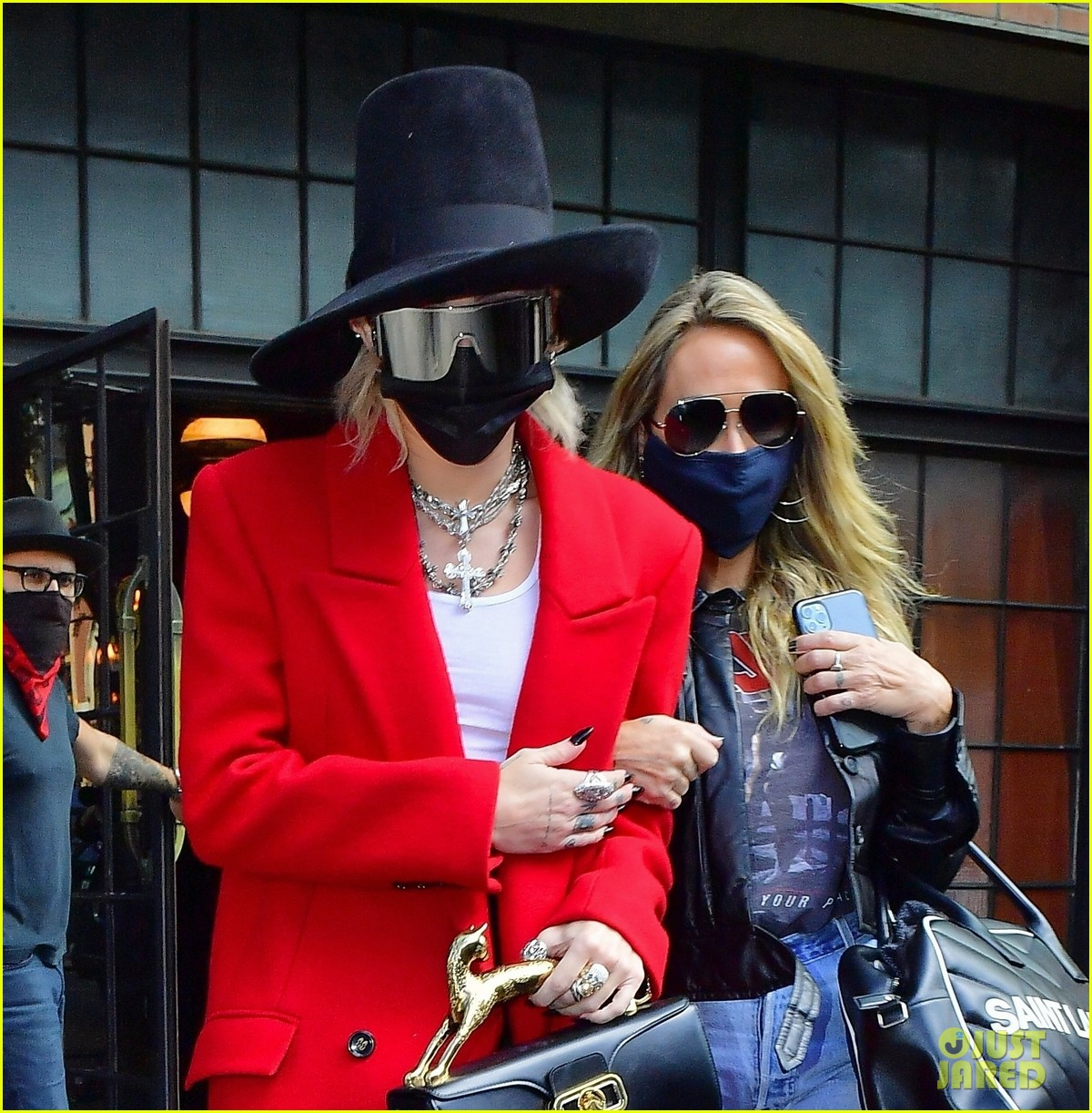 miley cyrus tophat red coat leaving hotel mom nyc 08