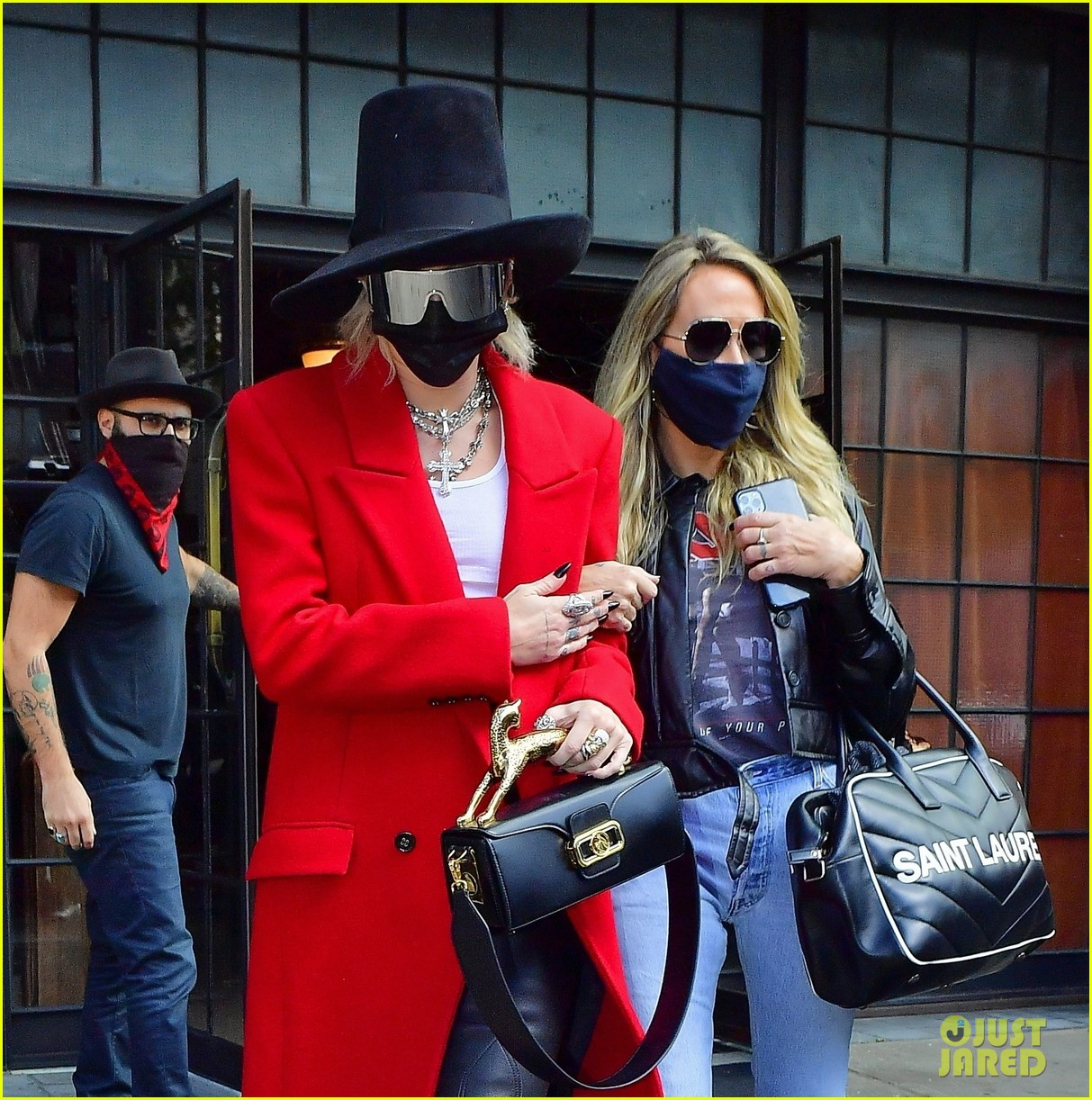 miley cyrus tophat red coat leaving hotel mom nyc 10