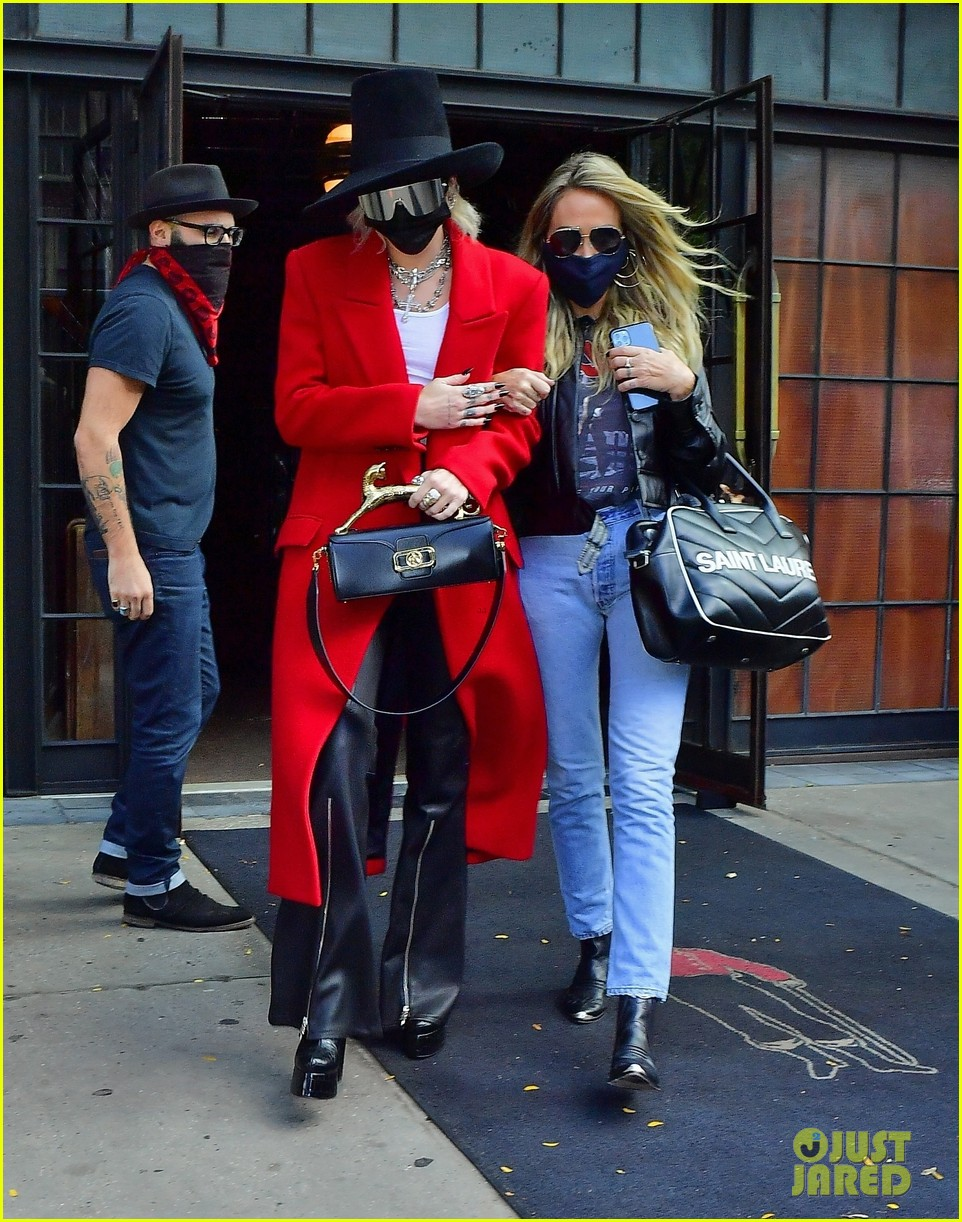 miley cyrus tophat red coat leaving hotel mom nyc 11