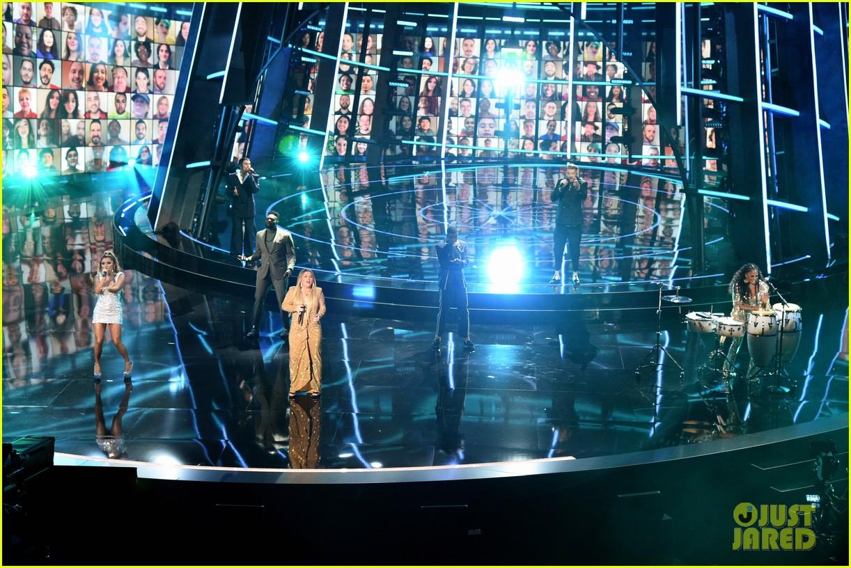 pentatonix join kelly clarkson for billboard music awards opening performance 07