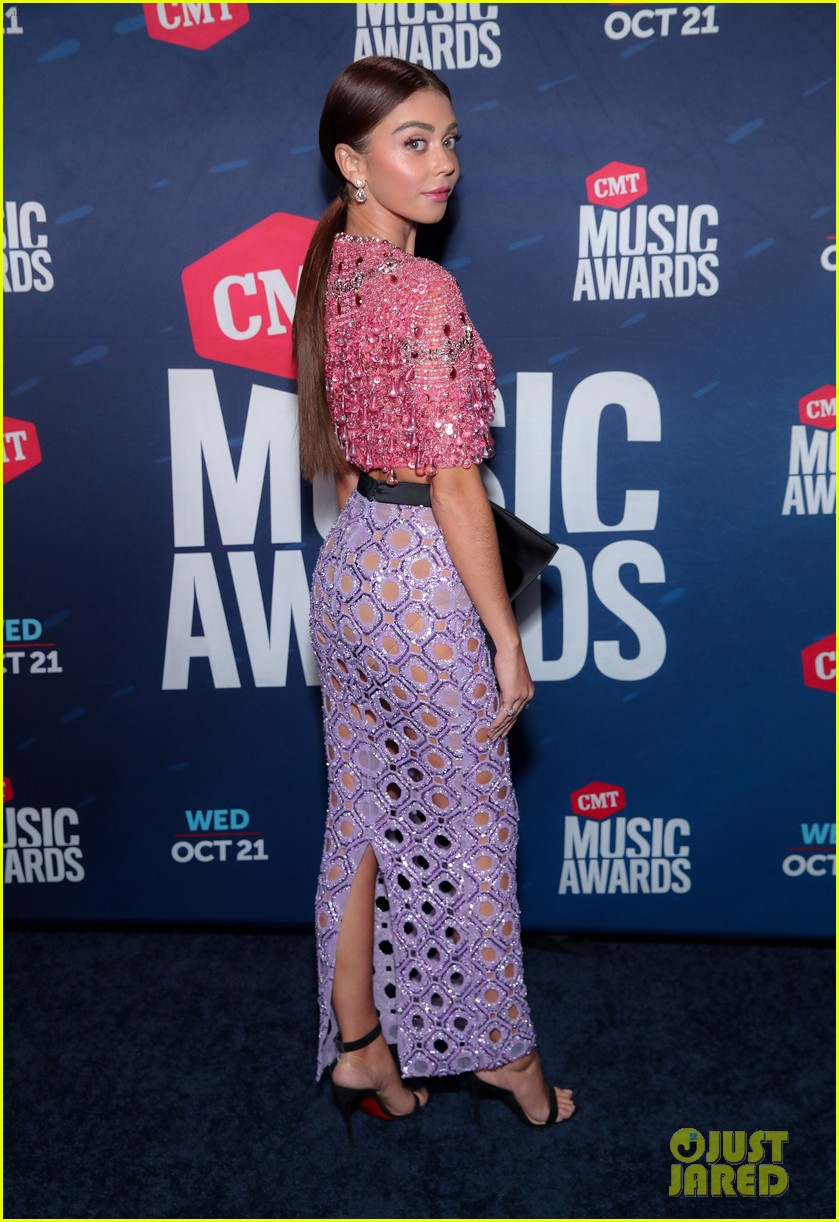 sarah hyland says to vote on cmt awards 2020 red carpet 04