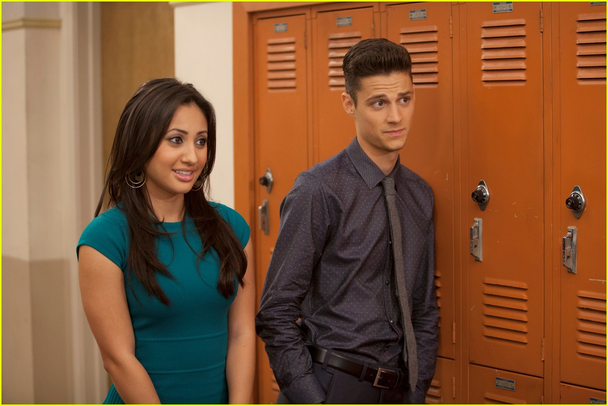 the cast of the secret life of the american teenager is reuniting for a call to vote 07