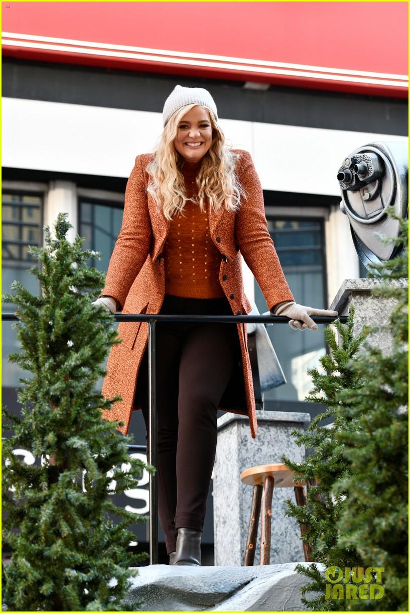 ally brooke sofia carson lauren alaina perform at macy thanksgiving parade photos 04