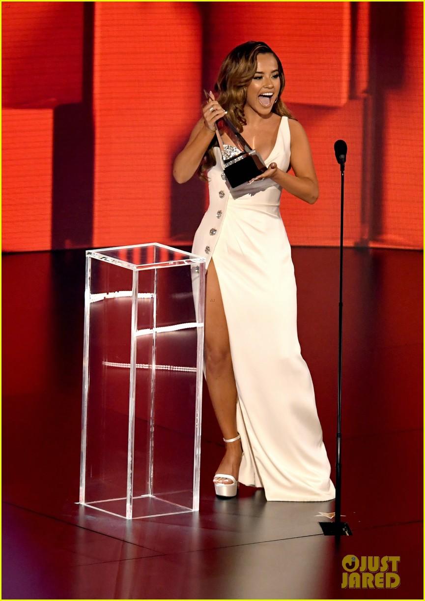 becky g wins favorite female latin artist american music awards 2020 01