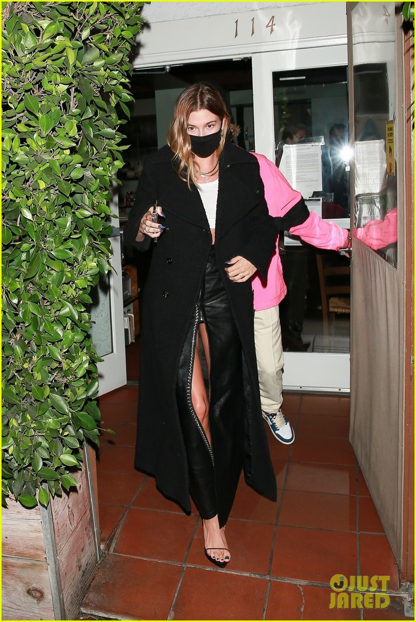 justin bieber hailey bieber out for dinner 07