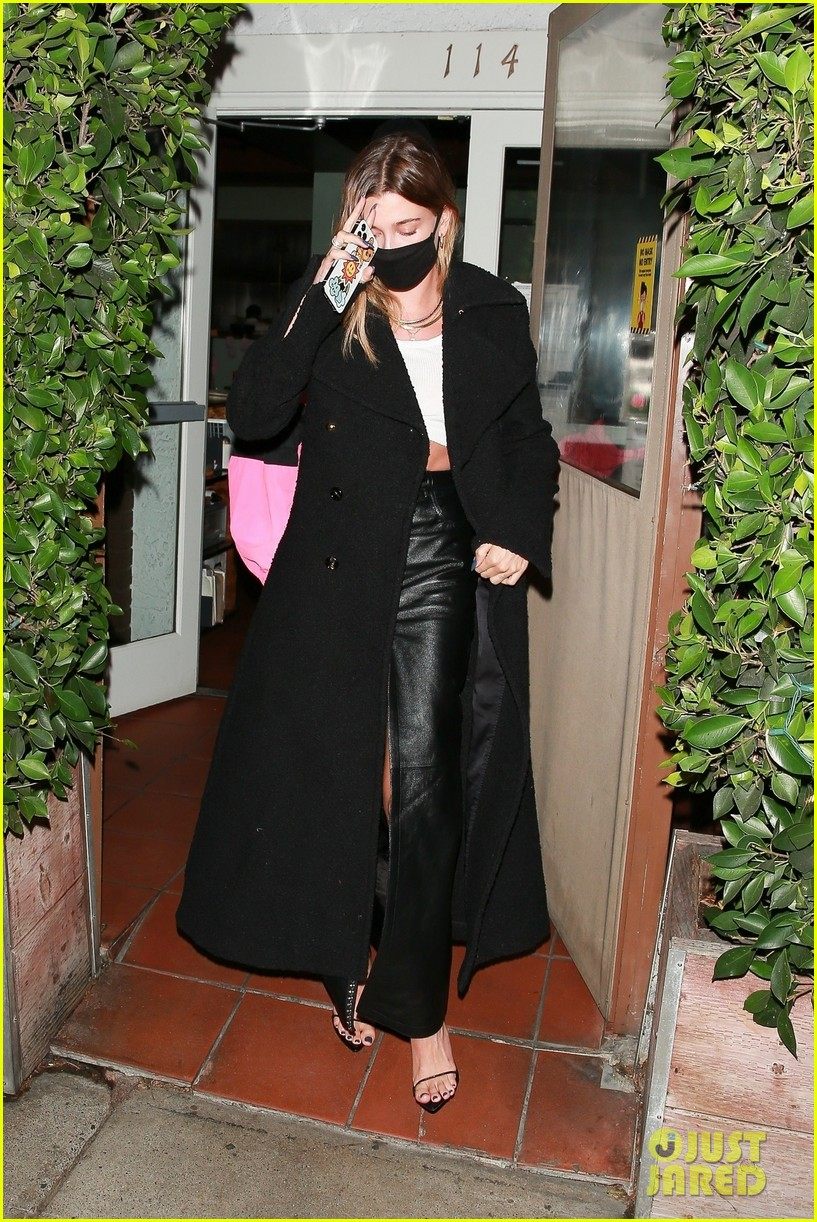 justin bieber hailey bieber out for dinner 09