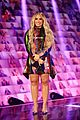 demi lovato goes back to blonde to host peoples choice awards 03