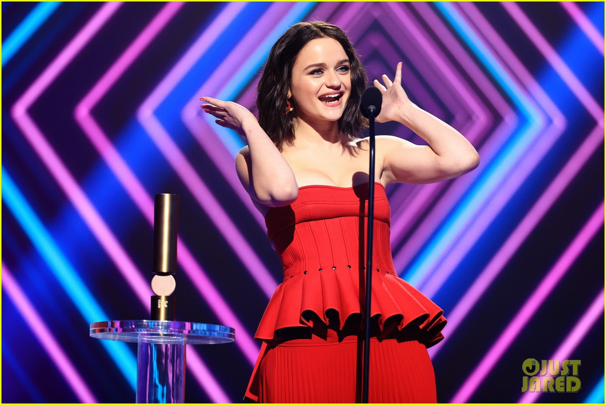 joey king reveals the kissing booth 3 release date 02