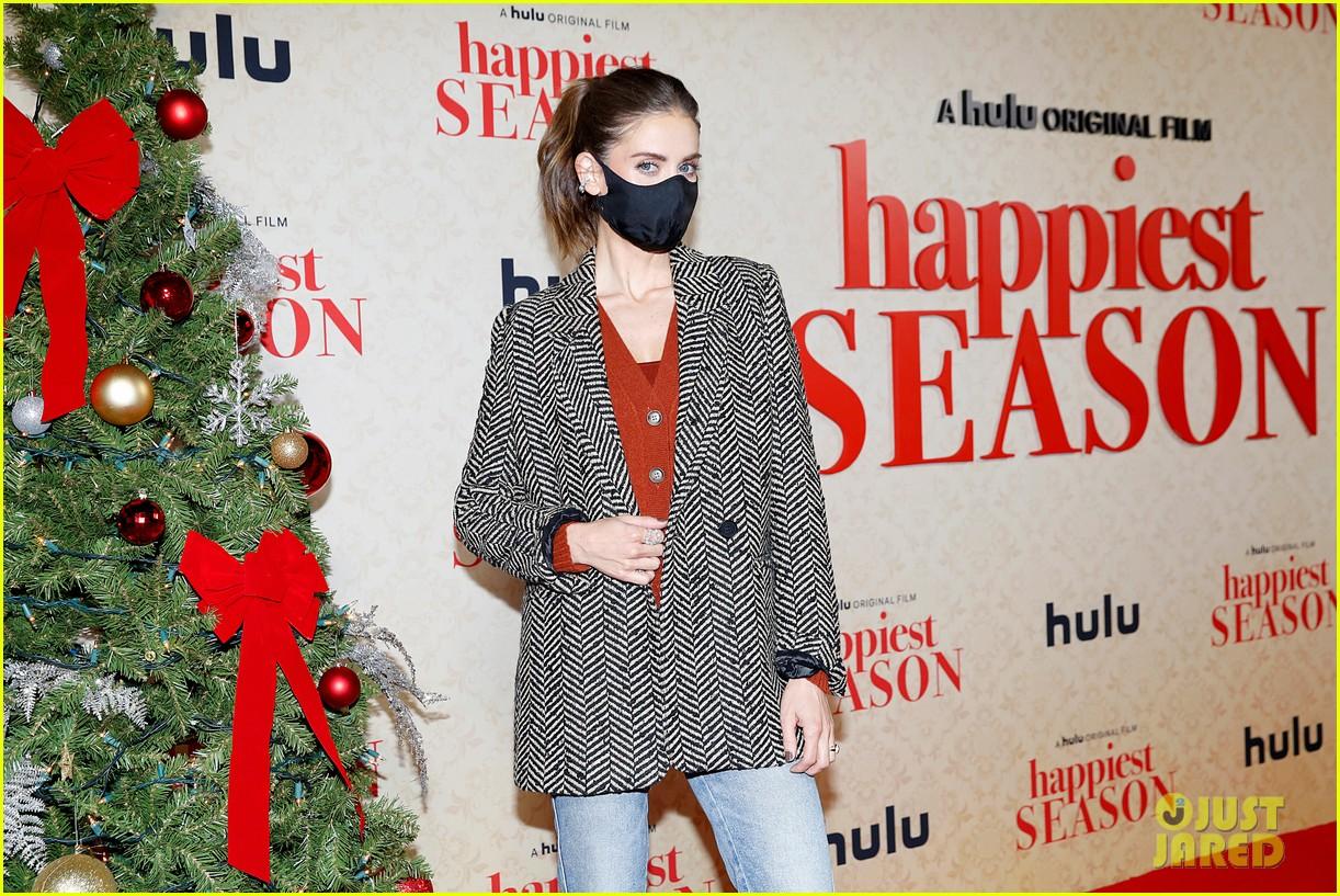 kristen stewart wears lbd to happiest season drive in premiere 10