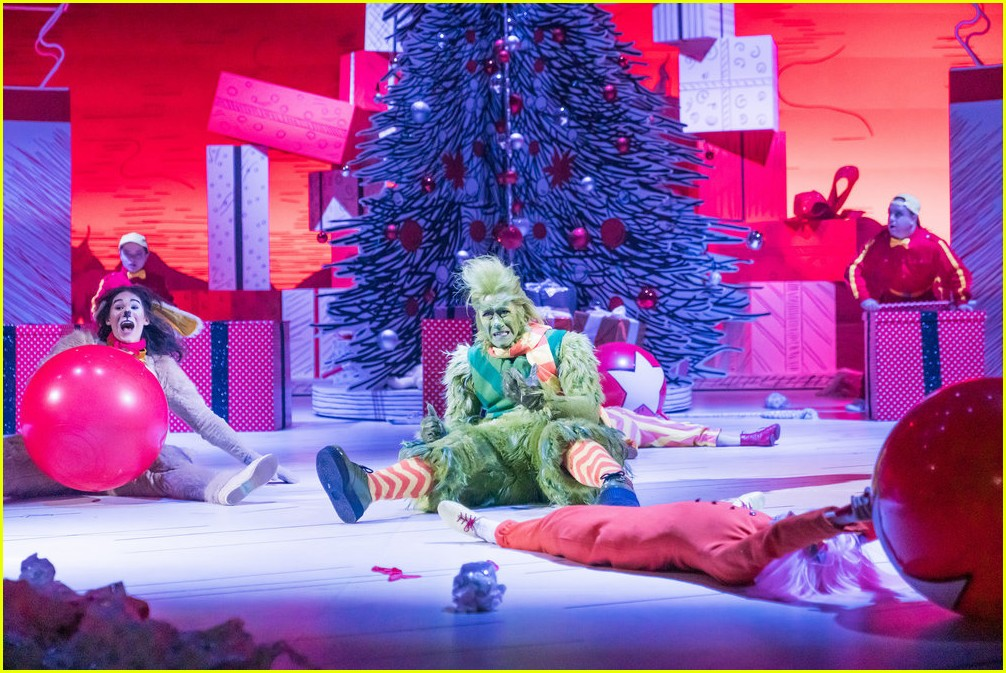 booboo stewart transforms into young max the dog from dr seuss the grinch 07