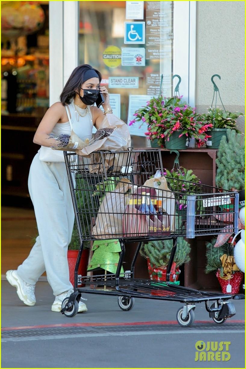 vanessa hudgens guys at grocery store said 07