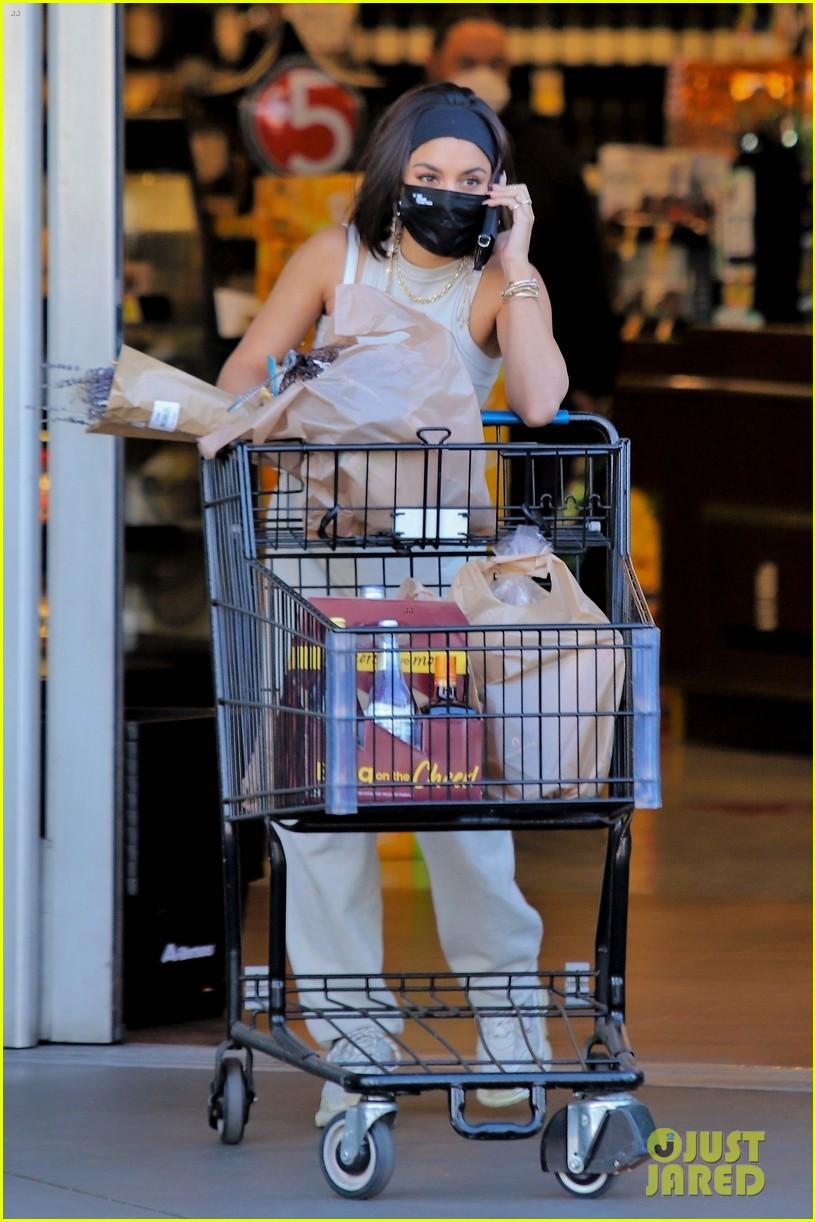 vanessa hudgens guys at grocery store said 29