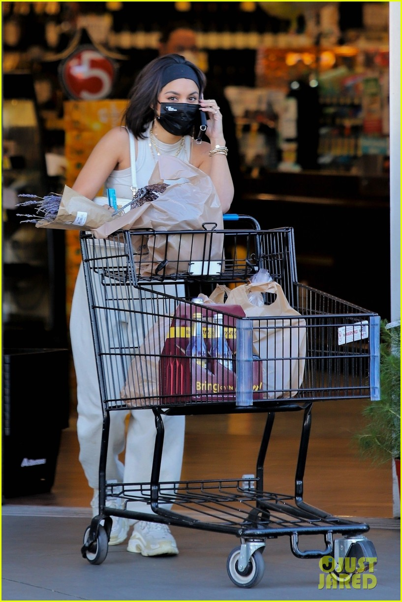 vanessa hudgens guys at grocery store said 30