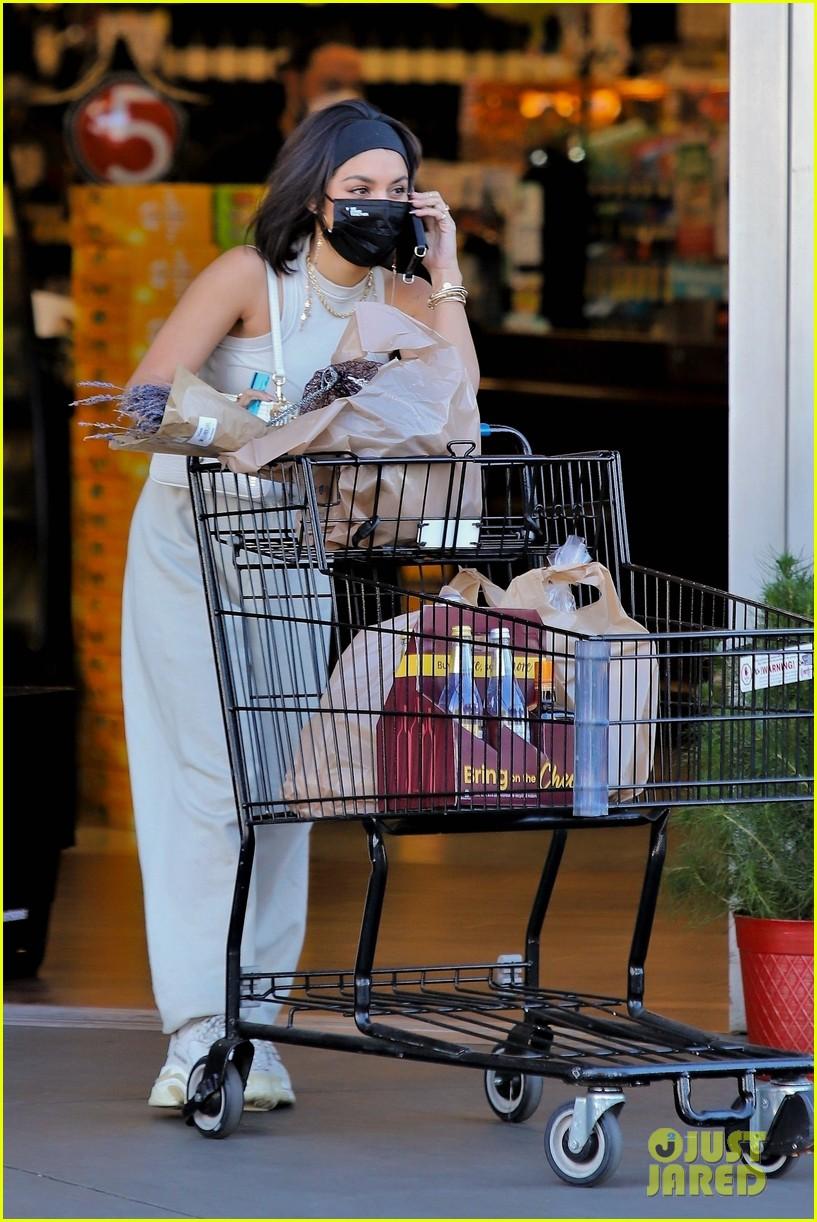 vanessa hudgens guys at grocery store said 31