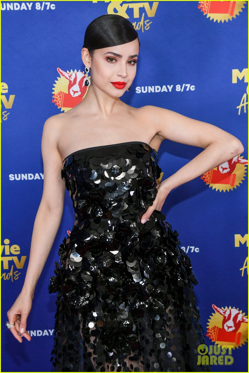 maddie ziegler sabrina carpenter mtv movie tv awards 15